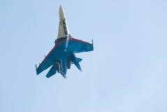 Ο μαχητής SU-27 στον αέρα παρουσιάζει σε Nizhniy Tagil, Ρωσία Στοκ Εικόνες