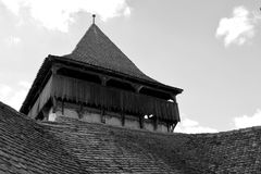 Ο Μαύρος & λευκό Ενισχυμένη μεσαιωνική εκκλησία στο χωριό Viscri, Τρανσυλβανία Στοκ εικόνες με δικαίωμα ελεύθερης χρήσης