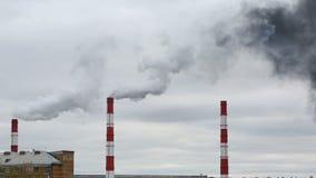 Ο μαύρος καπνός προέρχεται από το σωλήνα Ενεργειακό δίκτυο θερμότητας CHP φιλμ μικρού μήκους