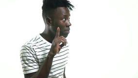 Ο μαύρος παρουσιάζει για να είναι ήρεμος απόθεμα βίντεο