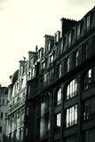 ο Μαύρος που χτίζει το γαλλικό αυξανόμενο λευκό ήλιων Στοκ Εικόνες