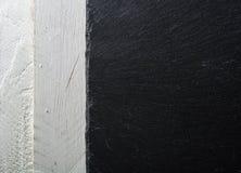 Ο Μαύρος πλακών υποβάθρου στο λευκό χρωματισμένο πίνακα επάνω από την όψη Στοκ Φωτογραφίες