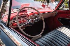 Ο μαύρος υδράργυρος Monterey του 1954 μετατρέψιμο στο 32$ο ετήσιο κλασικό αυτοκίνητο αποθηκών της Νάπολης παρουσιάζει στοκ εικόνες