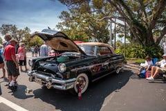 Ο μαύρος υδράργυρος Monterey του 1954 μετατρέψιμο στο 32$ο ετήσιο κλασικό αυτοκίνητο αποθηκών της Νάπολης παρουσιάζει στοκ φωτογραφία