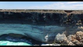Ο μεγάλος αυστραλιανός κολπίσκος στην άκρη της πεδιάδας Nullarbor απόθεμα βίντεο