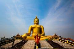 Ο μεγάλος μεγάλος γιγαντιαίος χρυσός Βούδας στοκ φωτογραφία με δικαίωμα ελεύθερης χρήσης
