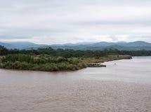 Ο μεγάλος ποταμός ορίου μεταξύ της Ταϊλάνδης και του Μιανμάρ στοκ εικόνες με δικαίωμα ελεύθερης χρήσης