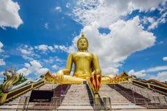 Ο μεγάλος Βούδας, χρυσή έλξη Wat Muang Στοκ Εικόνες