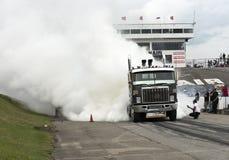 Ο μεγάλος καπνός φορτηγών παρουσιάζει Στοκ Εικόνες