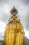 Ο μεγάλος μόνιμος Βούδας στο wat Intharawiharn Στοκ Φωτογραφίες