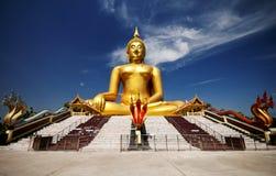Ο μεγάλος χρυσός Βούδας σε Wat Muang της επαρχίας λουριών ANG Στοκ Φωτογραφία