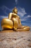 Ο μεγάλος όμορφος Βούδας στο ναό Wat Muang Στοκ Εικόνες