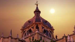 Ο μεγαλοπρεπής θόλος του καθεδρικού ναού Almudena στη Μαδρίτη Ισπανία απόθεμα βίντεο