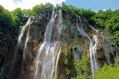 Ο μεγαλύτερος καταρράκτης στις λίμνες Plitvice στην Κροατία στοκ φωτογραφίες