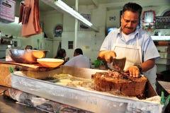 Ο μεξικάνικος χασάπης έκοψε το κρέας Στοκ Εικόνα