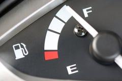 Ο μετρητής επιδεικνύει το επίπεδο καυσίμων Στοκ φωτογραφίες με δικαίωμα ελεύθερης χρήσης