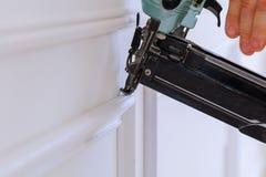 Ο μετρητής τελειώνει Nailer καρφωμένο τον άτομο slats ανάδοχο κτηρίου τελωνείων Στοκ εικόνα με δικαίωμα ελεύθερης χρήσης