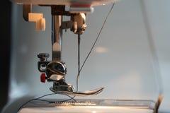 Ο μηχανισμός βελόνων της ράβοντας μηχανής στοκ φωτογραφία με δικαίωμα ελεύθερης χρήσης