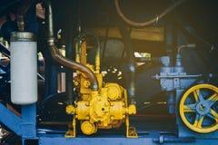 Ο μηχανισμός μηχανών συνδυάζει τις θεριστικές μηχανές στοκ εικόνα με δικαίωμα ελεύθερης χρήσης
