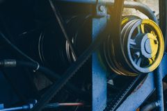 Ο μηχανισμός μηχανών συνδυάζει τις θεριστικές μηχανές στοκ φωτογραφία