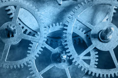 Ο μηχανισμός ρολογιών είναι στο μπλε χρώμα στοκ φωτογραφία