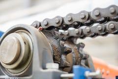 Ο μηχανισμός της μετάδοσης αλυσίδων Ρουλεμάν, άξονας κίνησης, γ Στοκ Εικόνες