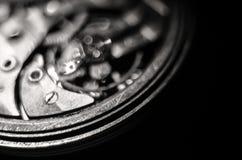 Ο μηχανισμός των παλαιών παλαιών ρολογιών τσεπών, κλείνει επάνω την άποψη των εργαλείων του παλαιού ρολογιού Εκλεκτική εστίαση στοκ φωτογραφίες