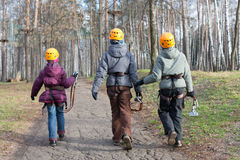 Ο μικρός ορειβάτης τρία πηγαίνει στη θέση της δοκιμής Στοκ Εικόνα