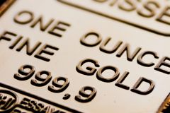 Ο μικρός χρυσός φραγμός είναι μια ουγγιά χρυσός καθαρός Στοκ εικόνα με δικαίωμα ελεύθερης χρήσης