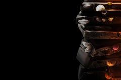 Ο μονοχρωματικός πύργος σοκολάτας των διάφορων μερών που απομονώνονται στο μαύρο υπόβαθρο Στοκ εικόνες με δικαίωμα ελεύθερης χρήσης