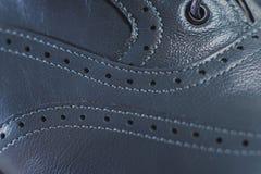 Ο μοντέρνος Μαύρος επανδρώνει τα επεξεργασμένα παπούτσια για το χορό αιθουσών χορού Στοκ φωτογραφίες με δικαίωμα ελεύθερης χρήσης