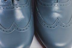 Ο μοντέρνος Μαύρος επανδρώνει τα επεξεργασμένα παπούτσια για το χορό αιθουσών χορού Στοκ εικόνες με δικαίωμα ελεύθερης χρήσης