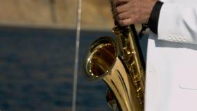 Ο μουσικός παίζει στο saxophone φιλμ μικρού μήκους