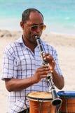 Ο μουσικός παίζει το κλαρινέτο, Κούβα, Varadero Στοκ Φωτογραφίες