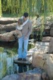 ο μπαμπάς με βοηθά Στοκ εικόνα με δικαίωμα ελεύθερης χρήσης