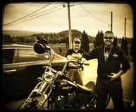 Ο μπαμπάς μου εγώ και ο νέος Harley μου Davidson στοκ φωτογραφία