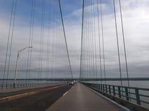 Ο μπλε ουρανός γεφυρών καλύπτει τα σχοινιά Στοκ φωτογραφίες με δικαίωμα ελεύθερης χρήσης