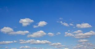 Ο μπλε ουρανός καλύπτει το καιρικό υπόβαθρο στοκ φωτογραφίες