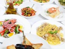 Ο μπουφές στο εστιατόριο με τα διαφορετικά γεύματα στοκ εικόνες