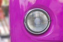 Ο μπροστινός προβολέας του εκλεκτής ποιότητας προσδίδοντος γόητρο αυτοκινήτου Στοκ Εικόνα