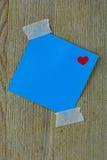 Ο μπλε βαλεντίνος το ταχυδρομεί σημείωση με την ταινία Στοκ Φωτογραφίες