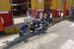 Ο μπλε και μαύρος Harley Davidson στη Λίμα, Περού Στοκ Φωτογραφία