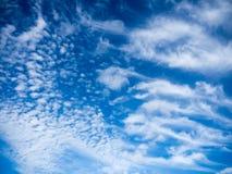Ο μπλε ουρανός καλύπτει το υπόβαθρο Στοκ φωτογραφία με δικαίωμα ελεύθερης χρήσης