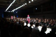 ο μπλε φωτογράφος λάμψης μόδας εμφανίζει απόχρωση στοκ εικόνες με δικαίωμα ελεύθερης χρήσης
