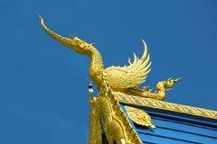 Ο μυθικός δράκος στη στέγη της μπλε αγκράφας Tean Wat Rong ναών Chiang Rai, Ταϊλάνδη στοκ εικόνα με δικαίωμα ελεύθερης χρήσης