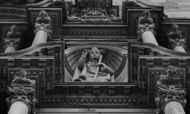 Ο μυστικός αριθμός που στέκεται στον καθεδρικό ναό στοκ φωτογραφία με δικαίωμα ελεύθερης χρήσης