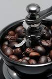 ο μύλος καφέ ανασκόπησης απομόνωσε το λευκό Στοκ Φωτογραφίες