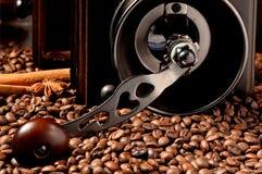 ο μύλος καφέ ανασκόπησης απομόνωσε το λευκό Στοκ εικόνα με δικαίωμα ελεύθερης χρήσης