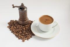 ο μύλος καφέ ανασκόπησης απομόνωσε το λευκό στοκ εικόνες με δικαίωμα ελεύθερης χρήσης