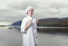 Ο νέος αρχιμάγειρας γυναικών είναι υπερήφανος της στοκ εικόνες με δικαίωμα ελεύθερης χρήσης